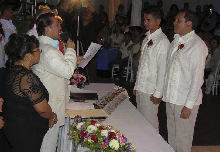 La primera boda entre personas del mismo sexo en Yucatán fue el pasado 9 de agosto y mediante el amparo que el Juzgado Tercero de Distrito libró a favor de  Javier Carrillo y Ricardo Góngora. (Archivo Notimex)