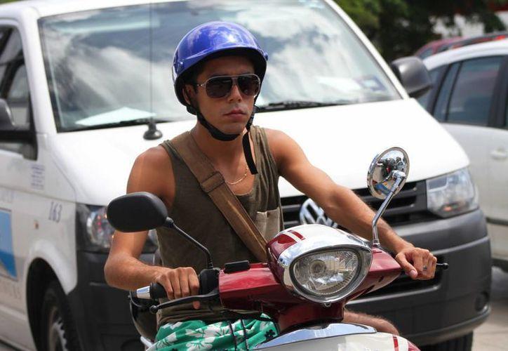 """A través del programa """"Semáforo"""" se pretende disminuir el número de accidentes que sufren los motociclistas en el municipio.  (María Mauricio/SIPSE)"""