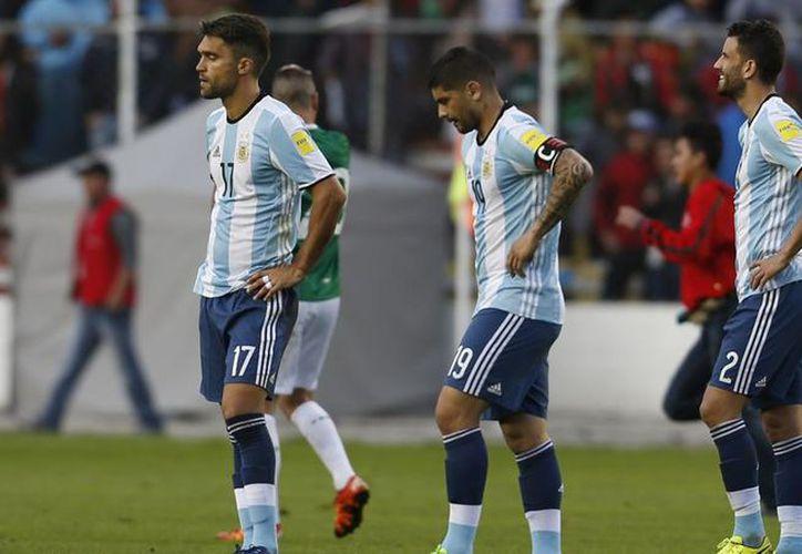 Argentina sucumbió en la altura de La Paz al perder el martes 2-0 ante Bolivia. (López Dóriga).