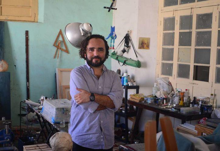 """El artista plástico yucateco Rodolfo Baeza Correa será uno de los 28 expositores que presentan su obra en la Galería """"La Eskalera"""". (Milenio Novedades)"""