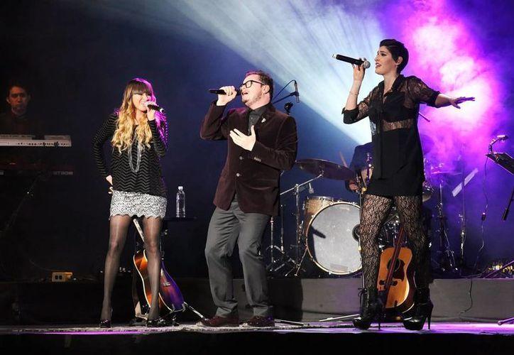 Ha*Ash abrirá una fechas más en el Auditorio Nacional en occtubre. En la foto, en un concierto con Leonel García (c). (Notimex)