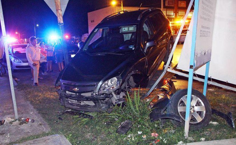Desastroso accidente provocó un conductor alcoholizado, en el fraccionamiento San Luis, al poniente de Mérida. (Milenio Novedades)