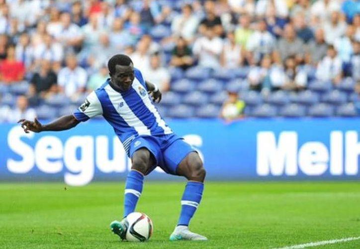 El camerunés Vincent Aboubakar, anotó para el descuento gracias a un pase del delantero André Silva, perla de la cantera del Porto. (Twitter: @FCPorto)