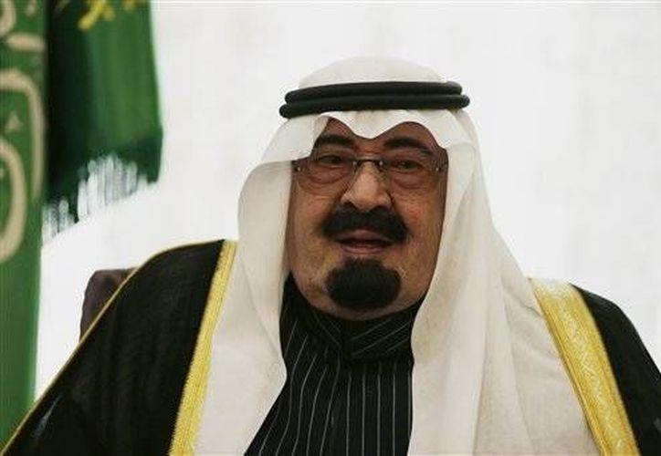 El rey Abdulá de Arabia Saudí ratificó una nueva ley antiterrorista que entró en vigencia el domingo 2 de febrero de 2014. (Agencias)