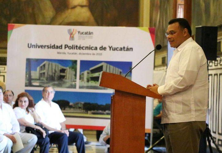 El gobernador Rolando Zapata Bello afirmó que la Universidad Politécnica de Yucatán será la primera en el país especializada en tecnologías de información. (José Acosta/SIPSE)