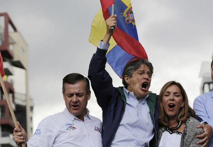 El opositor Guillermo Lasso se enfrentará al oficialista Lenin Moreno en abril por la presidencia ecuatoriana. (AP/Dolores Ochoa)
