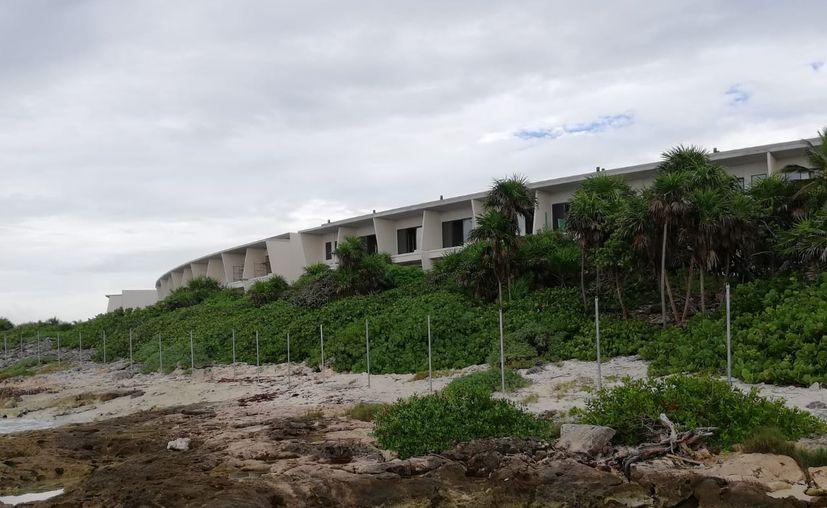 La costa aunque carece de playas y presenta formaciones rocosas o acantilados es una zona de libre tránsito para los mexicanos por ser terrenos de la nación. (Redacción/SIPSE)