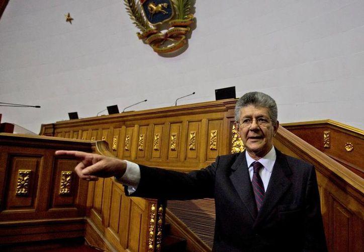 El de la imagen es Henry Ramos Allup, nuevo titular del Parlamento de Venezuela, quien anunció que se buscará revocar el mandato del presidente Maduro, que finaliza en 2019. (AP)