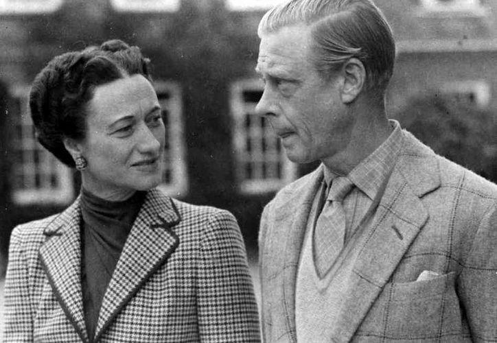 Eduardo VIII de Inglaterra renunció en 1936 al trono para poder casarse con Wallis Simpson, una divorciada estadounidense. (wordpress.com)