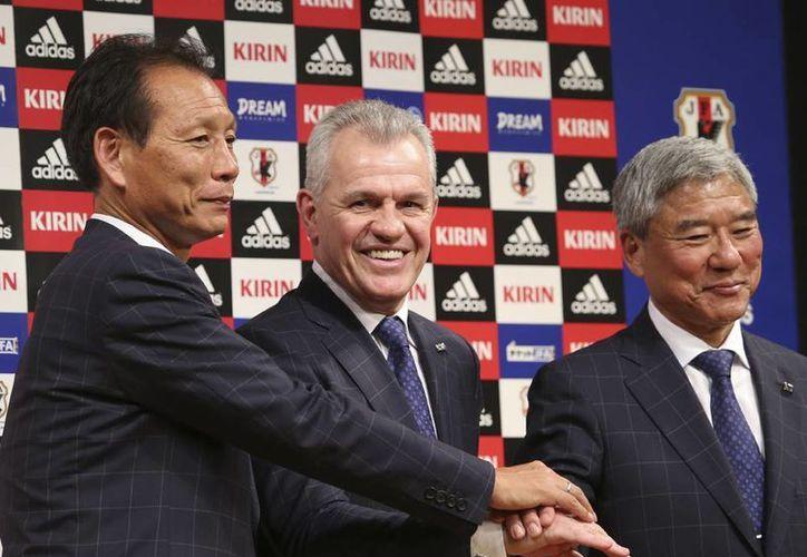 Javier Aguirre indicó que su primera prioridad al frente de la selección nipona es la defensa de la Copa Asiática y después la clasificación para la Copa Mundial de 2018. (AP)