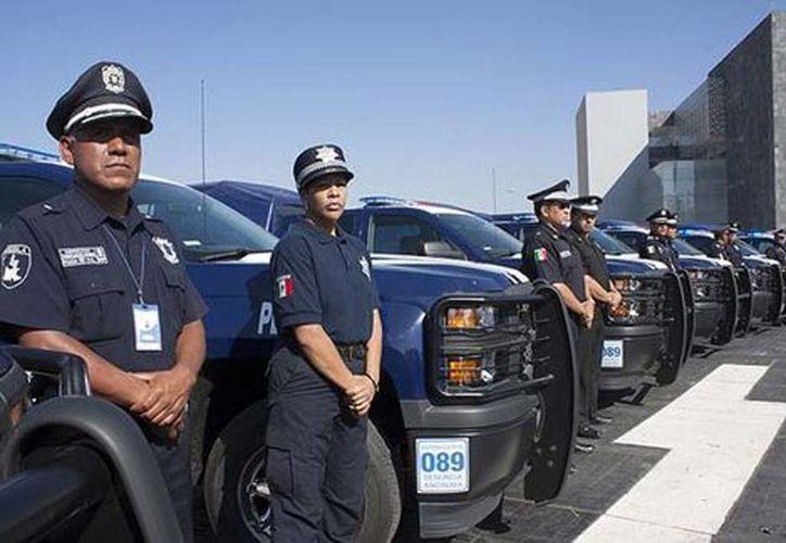 Policías estatales en la entrega de incentivos. (Andrés Lobato/Milenio)