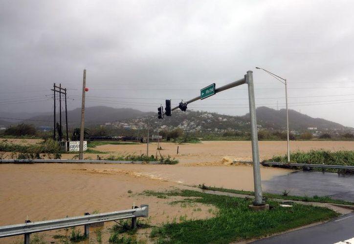 Luego de azotar a Puerto Rico, María degradó su fuerza a categoría 2. (Twitter)