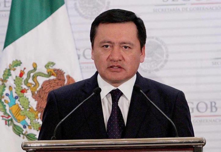 """El secretario de Gobernación, Miguel Ángel Osorio Chong, reiteró que hay un acuerdo con los grupos de autodefensa """"en el que estamos caminado"""", que se buscar alcanzar a plenitud. (Archivo Notimex)"""