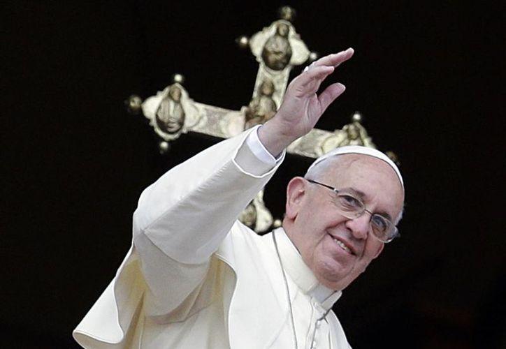El Pontífice impartió la bendición con el Angelus en la fiesta de San Esteban desde la ventana de su estudio privado, en el Palacio Apostólico del Vaticano. (Agencias)