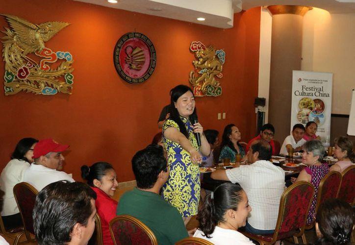 El taller se impartió en las instalaciones del restaurante Hong Kong. (Miguel Ángel Ortiz/SIPSE)