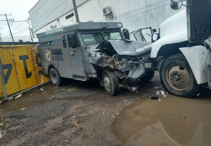 La camioneta de valores fue impactada afuera de la empresa Sepsa, de seguridad privada. (Contexto/Internet)