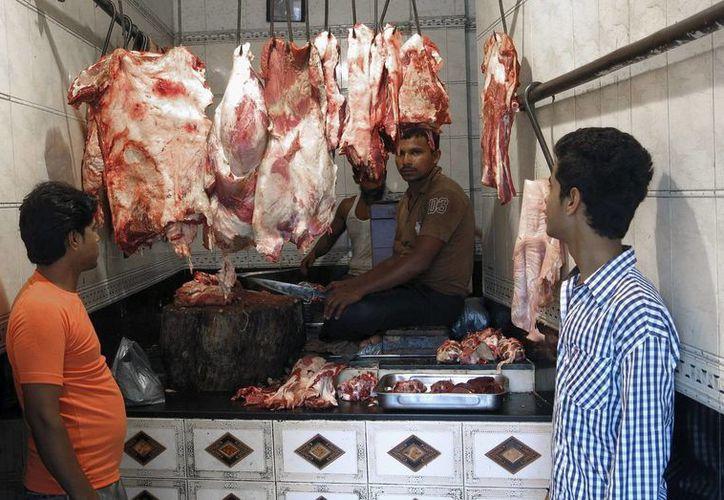 La mayor parte de la carne es de búfalo, discriminado por su color. (EFE)