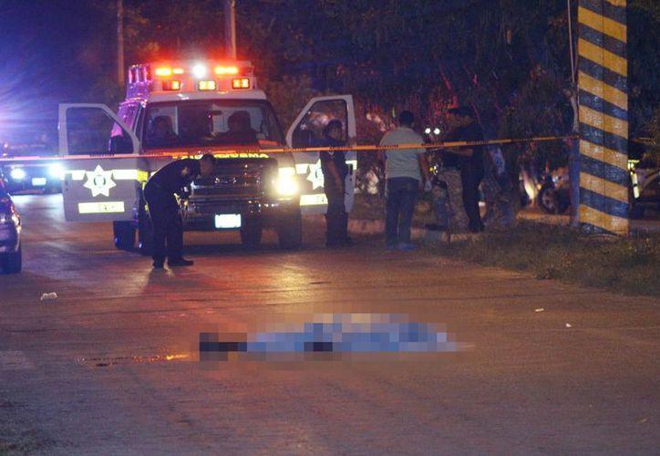 El cuerpo del pandillero quedó inerte en medio de la calle, en la colonia Benito Juárez Oriente. (Milenio Novedades)