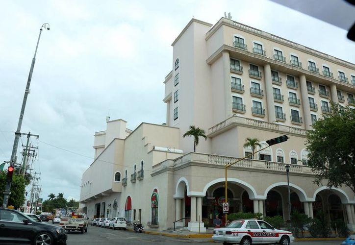 La disparidad entre el precio del peso y el dólar, hace que el sector turismo de Yucatán lleve ventaja para la atracción del turismo norteamericano y europeo. (SIPSE)