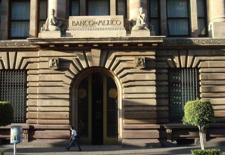 Imagen del edificio del Banco de México, en la ciudad de México. La institución mantuvo su tasa preferfencial de 3.0 este 21 de septiembre de 2015, pero no descarta alterarla según la evolución del mercado. (Foto especial)
