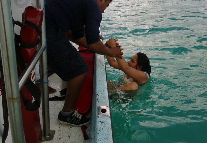 Los elementos rescataron a los turistas; no requirieron atención médica. (Foto: Redacción)