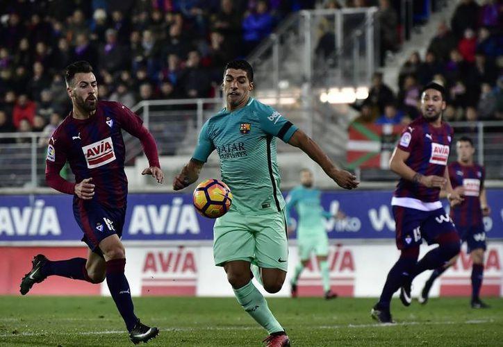 Luis Suárez se encuentra como líder de goleo de la Liga de España, con 15 anotaciones, los mismos que tiene Lionel Messi.(Álvaro Barrientos/AP)