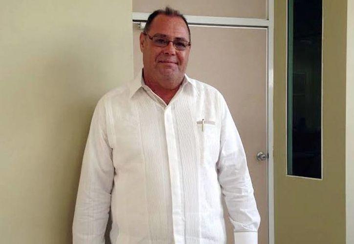 El director del CIR, Jorge Eduardo Zavala Castro promueve un programa universitario para el adulto mayor, en una reunión privada que encabezó el rector Alfredo Dájer Abrimerhi. (Milenio Novedades)