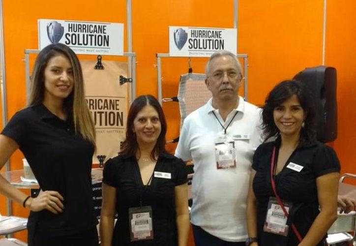 El stand está ubicado en la Expo Contrucción Yucatán, en el siglo XXI.  (Candelario Robles)