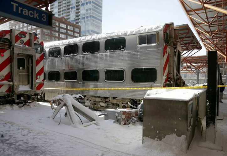 Los dos trenes accidentados esta mañana en Chicago pertenecen a la empresa Metra, que ordenó ingresar <i>a muy baja velocidad</i> en las estaciones del centro de la ciudad. (Agencias)