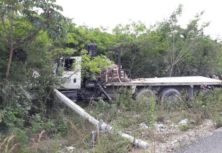Un par de trabajadores iban a exceso de velocidad sobre la avenida Huayacán con dirección al Centro. (Foto: Redacción/SIPSE)