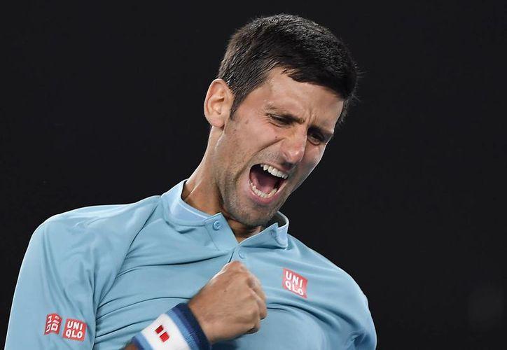 Con el triunfo ante Verdasco, Djokovic avanzó a la segunda ronda del primer Grand Slam del año del tenis mundial.(Andy Brownbill/AP)