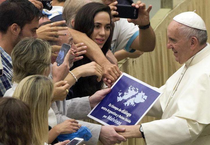 El Papa Francisco no se ha pronunciado nunca públicamente sobre las tensiones entre Argentina y el Reino Unido por la soberanía de las islas Malvinas, también llamadas Falkland. (AP)
