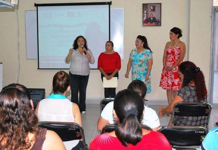 Fue notaria la participación, ya que se tuvo la asistencia de 40 mujeres, a las que se les hablo sobre los problemas que ocasiona la violencia en el núcleo familiar. (Redacción/SIPSE)