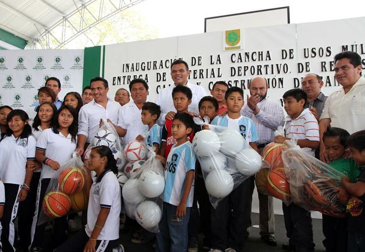 El gobernador reiteró que las obras ayudarán al desarrollo de los niños y a la economía familiar. (Milenio Novedades)