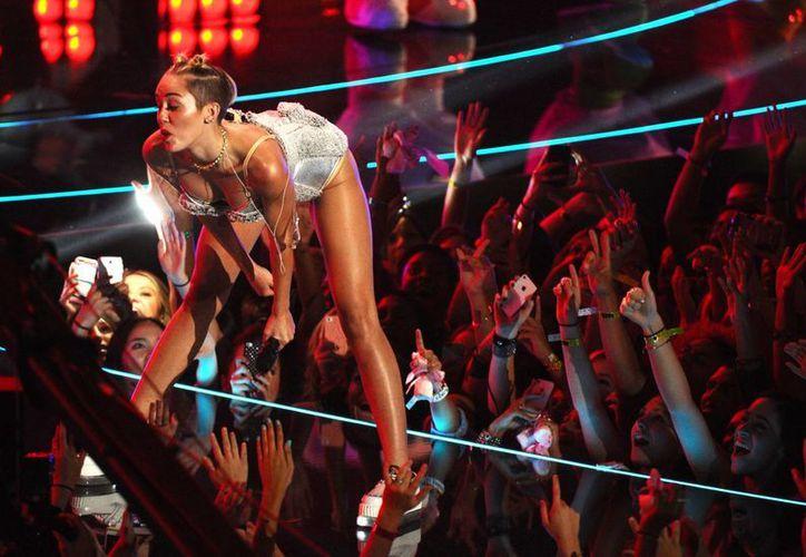 Miley Cyrus actuó en la ceremonia de los Premios MTV a los Videos Musicales en el Barclays Center de Brooklyn, en Nueva York. (Agencias)