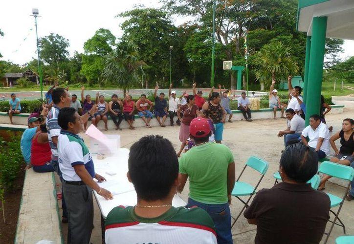 Durante el evento se respetó la elección directa o usos y costumbres. (Raúl Balam/SIPSE)