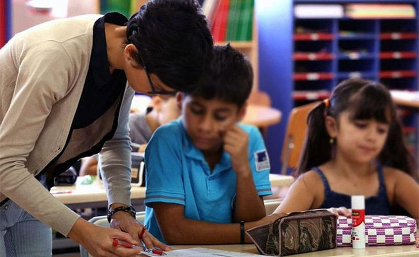 En algunas primarias de Chihuahua, madres y padres se pusieron a dar clases. (excelsior.com.mx)