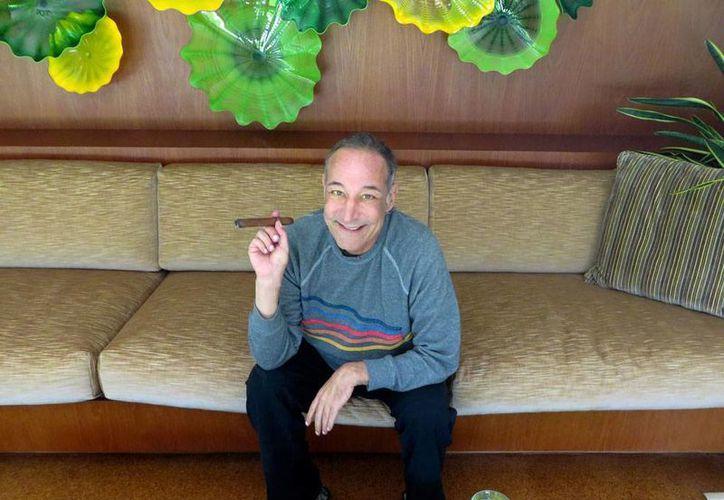 Sam Simon (foto) fue creador y escritor de guiones de la serie animada The Simpson. Falleció este lunes, a los 59 años, víctima de cáncer. La imagen es de agosto de 2013. (AP)