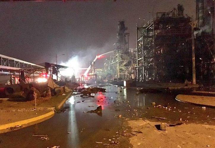 El coordinador Nacional de Protección Civil de la Secretaría de Gobernación, Luis Felipe Puente, publicó fotos de la zona de la explosión en el complejo petroquímico de Pajaritos. (twitter.com/LUISFELIPE_P)