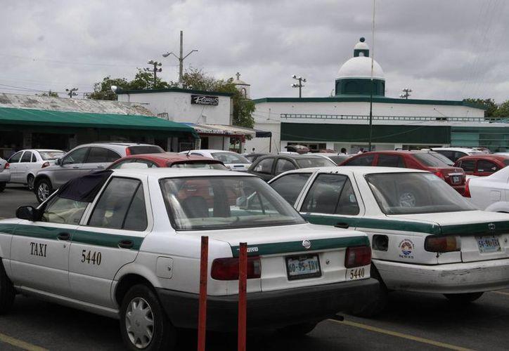El Sindicato de Taxistas de Cancún tiene 20 mil empleados registrados, la mitad son choferes. (Tomás Álvarez/SIPSE)