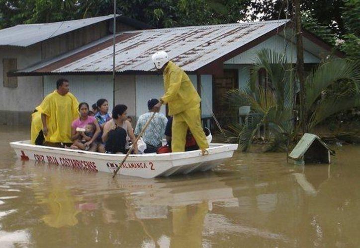 Las históricas inundaciones  afectan varias comunidades de Colón. (Agencias)