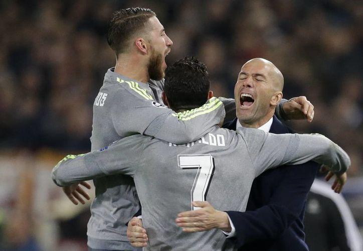 Real Madrid ganó este miércoles con un 2-0 a la Roma y Zinedine Zidane debutó con el pie derecho como técnico en competiciones europeas. (Imágenes de AP)