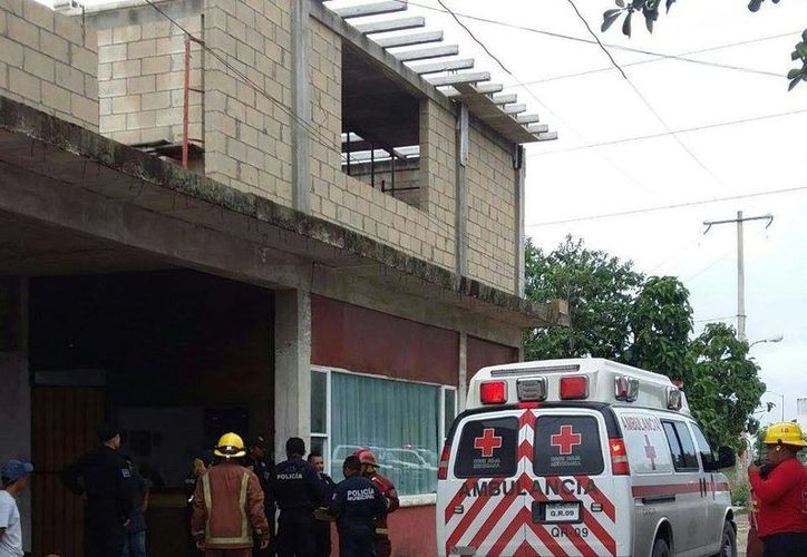 Los paramédicos de la Cruz Roja llegaron de inmediato al lugar de los hechos. (Redacción/SIPSE)