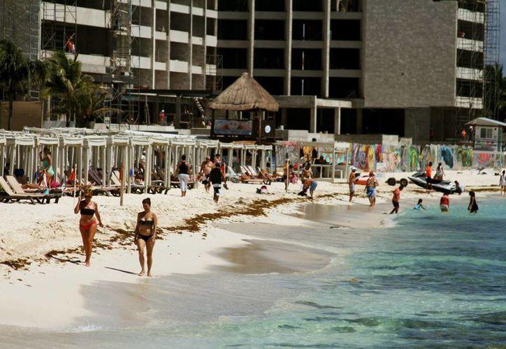 Una de las medidas que la Sectur pretende implementar es que los desarrollos turísticos se edifiquen lo más lejos posible de los litorales. (María Mauricio/SIPSE)