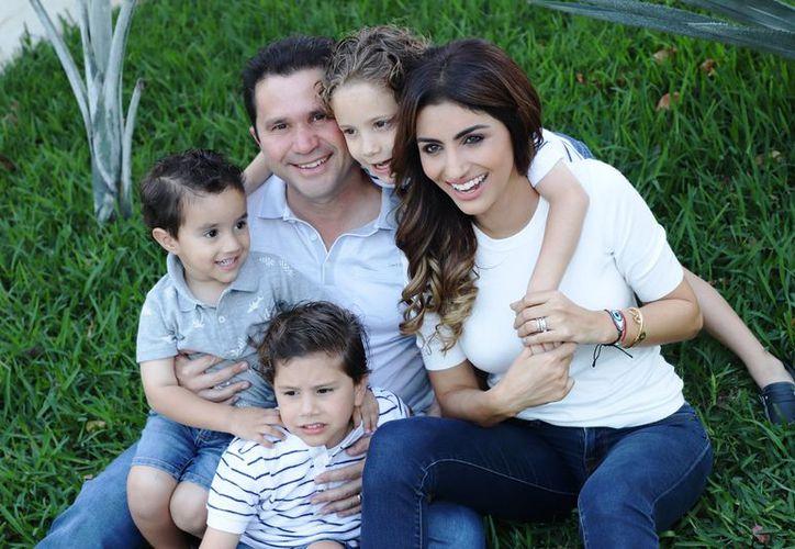 Para Sahuí Rivero su esposa Yamile y sus hijos Mauricio, Emiliano y Sebastián, son su mayor fortaleza, asegura. (SIPSE)