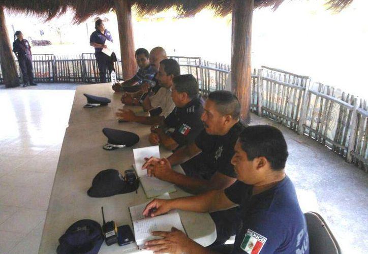 Coordinan esfuerzos ciudadanía y elementos policíacos. (Javier Ortiz/SIPSE)