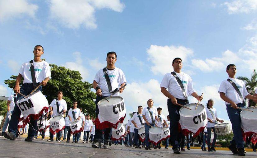 Trabajadores de diferentes sindicatos participaron para conmemorar el día. (Paola Chiomante/SIPSE)