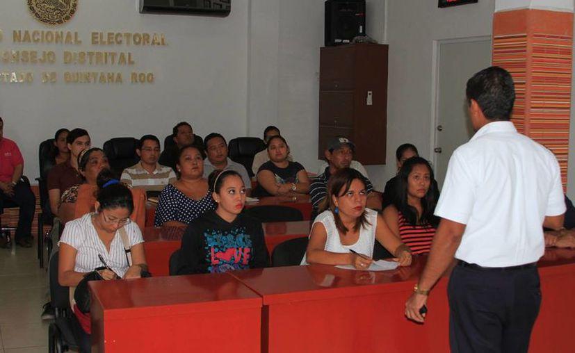 El INE confirmó que serán empleados 389 ciudadanos, de los cuales 25 supervisores y 172 capacitadores. (Ángel Castilla/SIPSE)