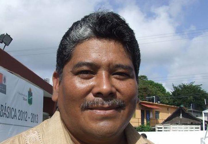 Jorge Luis Córdoba Pech, representante de la Oficina de Enlace de la SEQ en Tulum, durante una entrevista. (Rossy López/SIPSE)