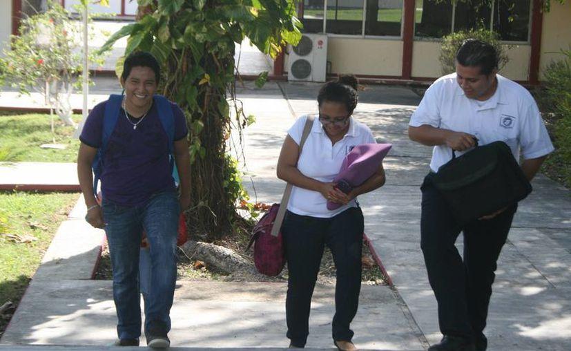 Los pocos aspirantes en su mayoría no aprobaron el examen. (Javier Ortiz/SIPSE)